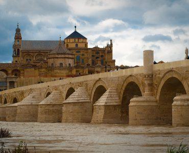 el puente romano de cordoba